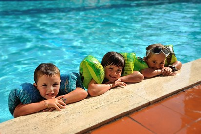 Kinderhotel: Kids im Pool - Hotel Raffy