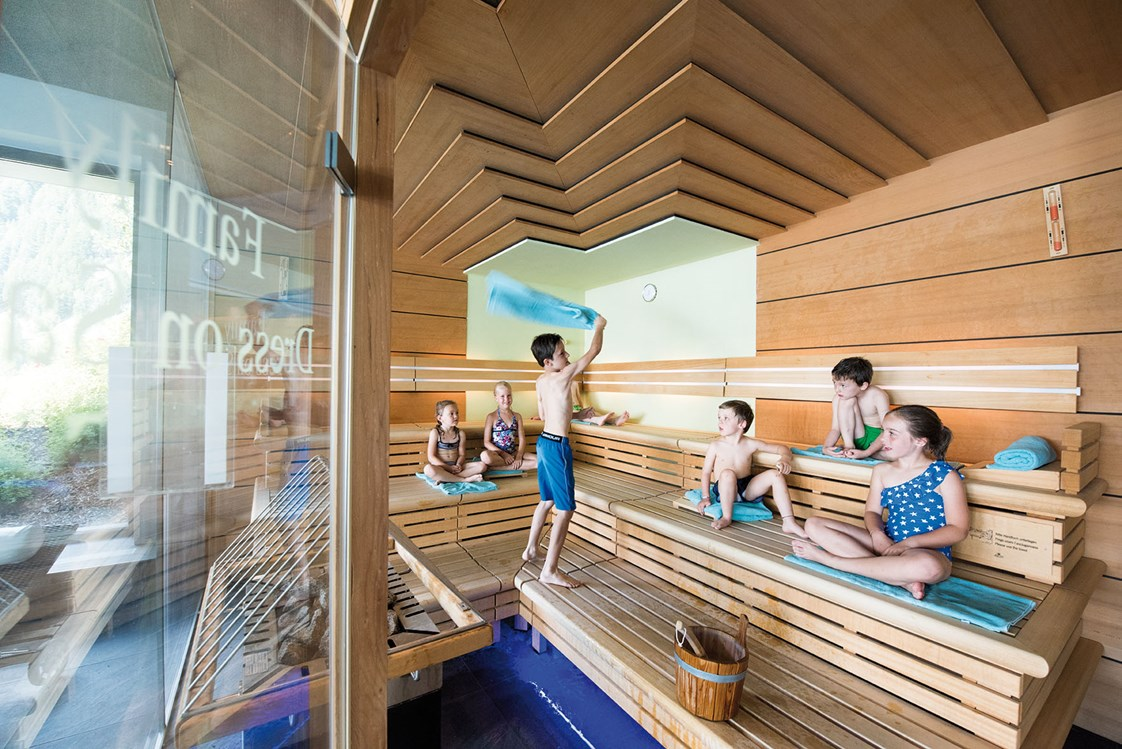 Familienhotel: Dress on Family Sauna - Familienhotel Huber