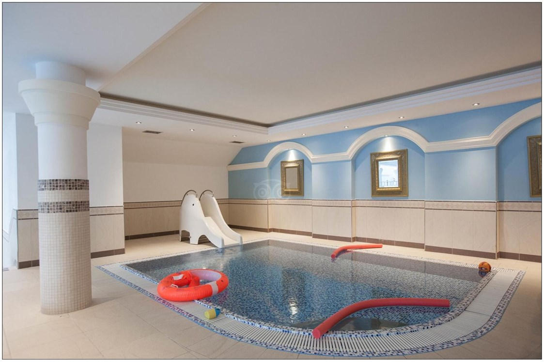 "Kinderhotel: Children swimmingpool - DAS FINKENNEST ""Panorama Familyhotel & SPA"""
