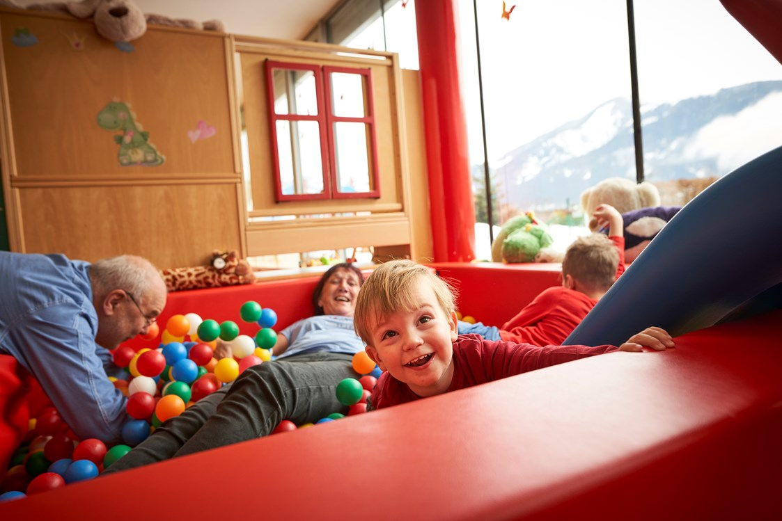 Kinderhotel: Bällebad im Happy-Club - Amiamo