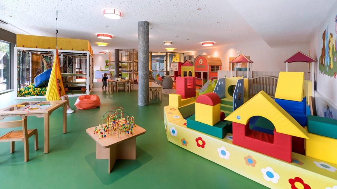Kinderhotel: Indoor-Spielwelt - Quellenhof Luxury Resort Passeier