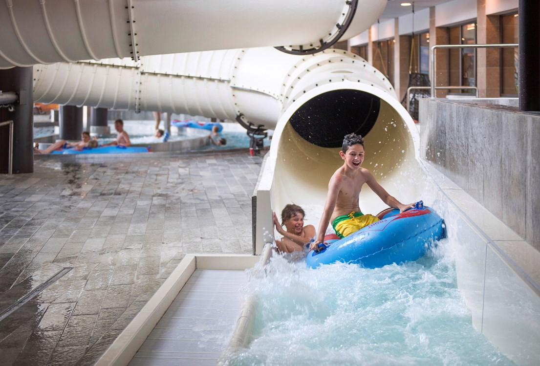 Kinderhotel: Wasserrutsche - Quellenhof Luxury Resort Passeier
