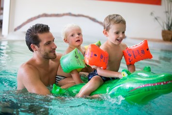 Kinderhotel: Badespass im Pool  - Werzer's Hotel Resort Pörtschach