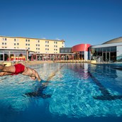 Familienhotel: Große Poolanlage im Resort - H2O Hotel-Therme-Resort