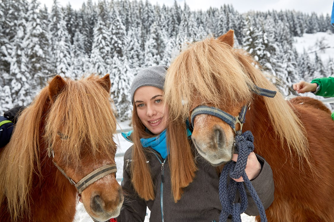 Kinderhotel: Pony reiten im Winter - Habachklause Baby & Kinderhotel