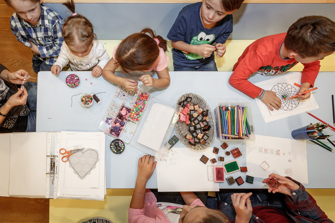 Kinderhotel: Basteln im Kids-Club - Das Central - Alpine . Luxury . Life