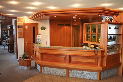 Kinderhotel: Rezeption Swiss Family Hotel Alphubel - Swiss Family Hotel Alphubel