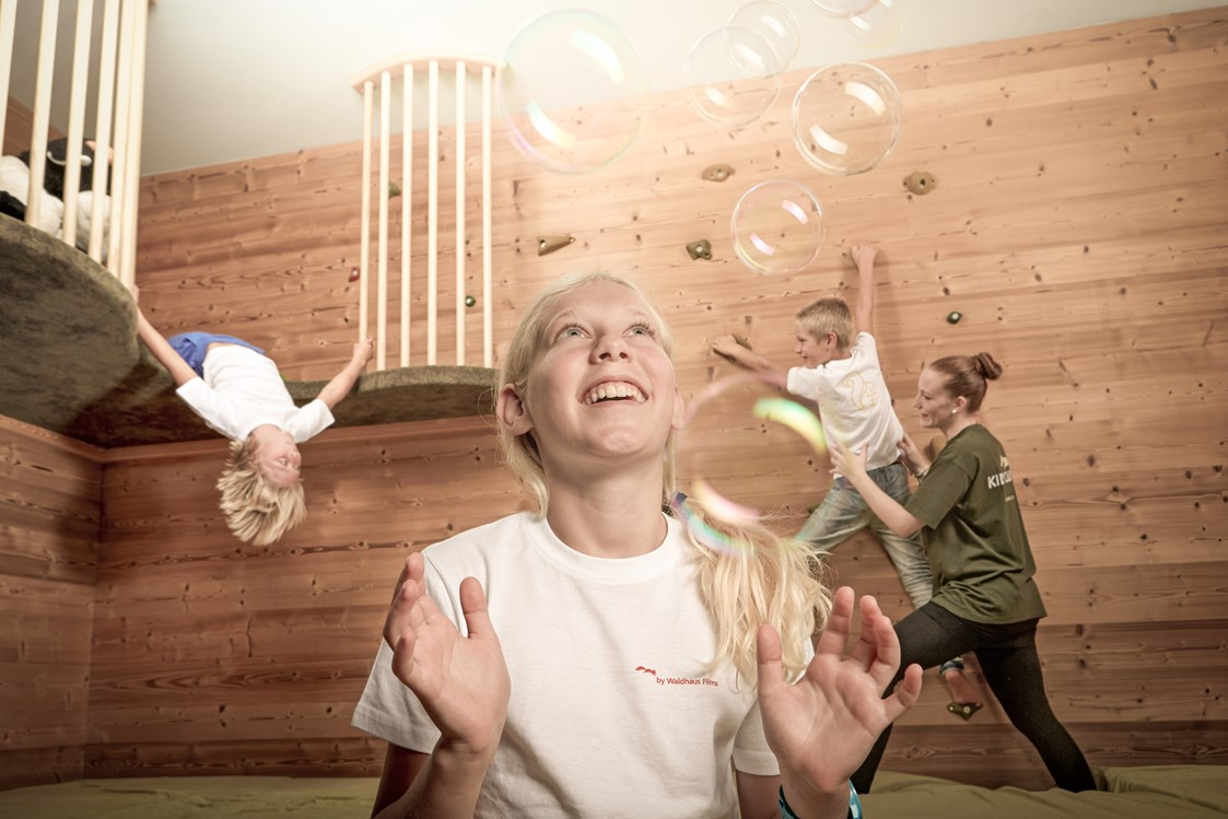 Kinderhotel: Waldhaus Flims - Kids club - Kinderbetreuung  - Waldhaus Flims Wellness Resort