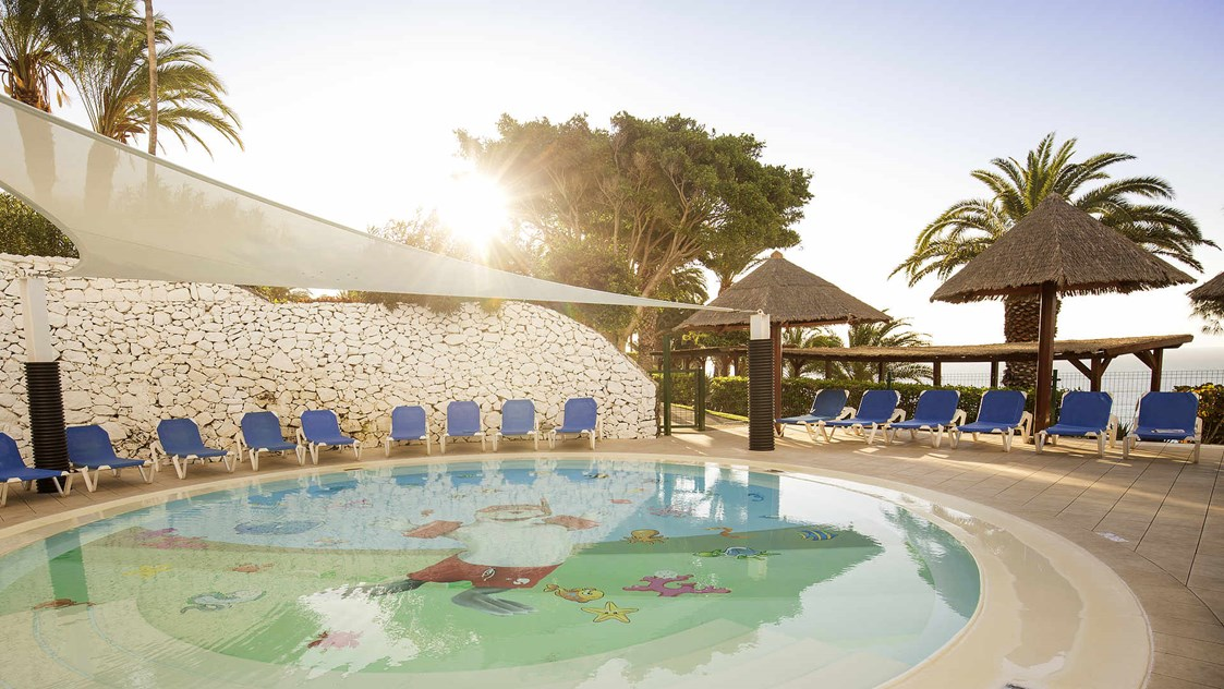 Kinderhotel: Altersgerechter Kinderpool im ROBINSON Club Esquinzo Playa - ROBINSON Club Esquinzo Playa
