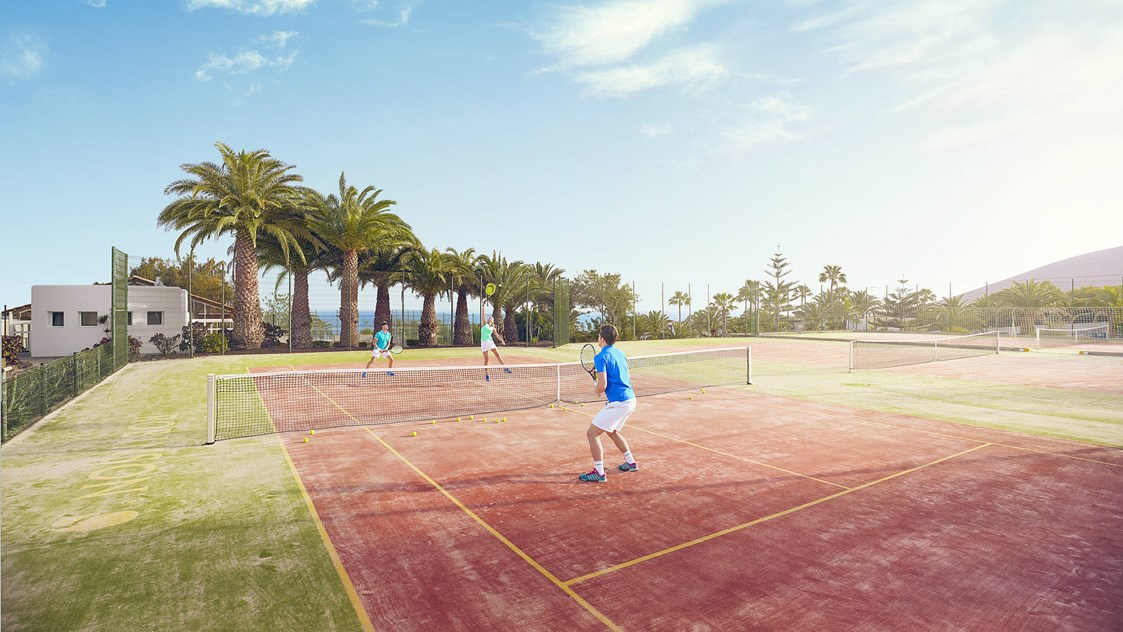 Kinderhotel: Tennis-Match im ROBINSON Club Esquinzo Playa: Power dich aus! - ROBINSON Club Esquinzo Playa