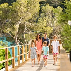 Kinderhotel: Familienspaziergang - Blau Privilege PortoPetro Beach Resort & Spa