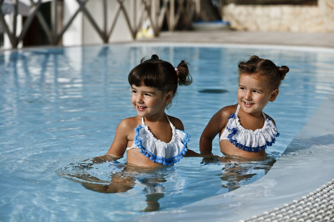 Kinderhotel: Kinder im Pool - Gattarella Resort