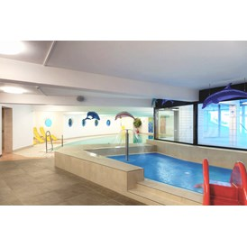 Kinderhotel: Indoorpool mit Kinderpool - Gut Wenghof - Family Resort
