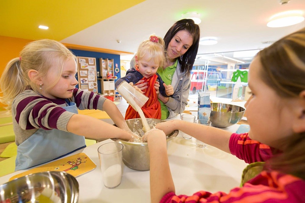Kinderhotel: Backspaß im AIGOLINO Kinderclub - AIGO welcome family