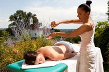 Kinderhotel: Open Air Massage im Ballonhotel - Ballonhotel